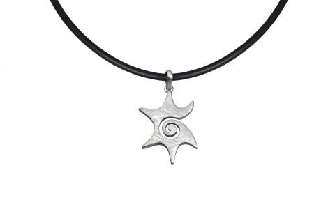 Silberner Stern mit Spirale