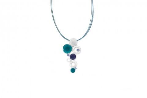Kreise in Grün und Silber mit Blauen Steinen