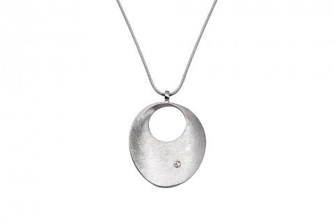 Silberner Kreis mit Scratch und Stein